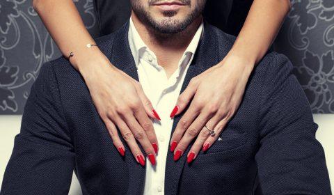 Dominante Frau mit Mann